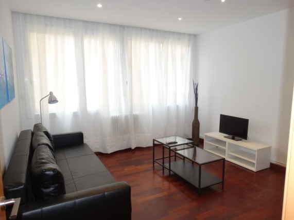 Sant Gervasi Apartment to rent perfect for ESADE and IESE students. 3 Bedrooms 2 Bathrooms up to 5